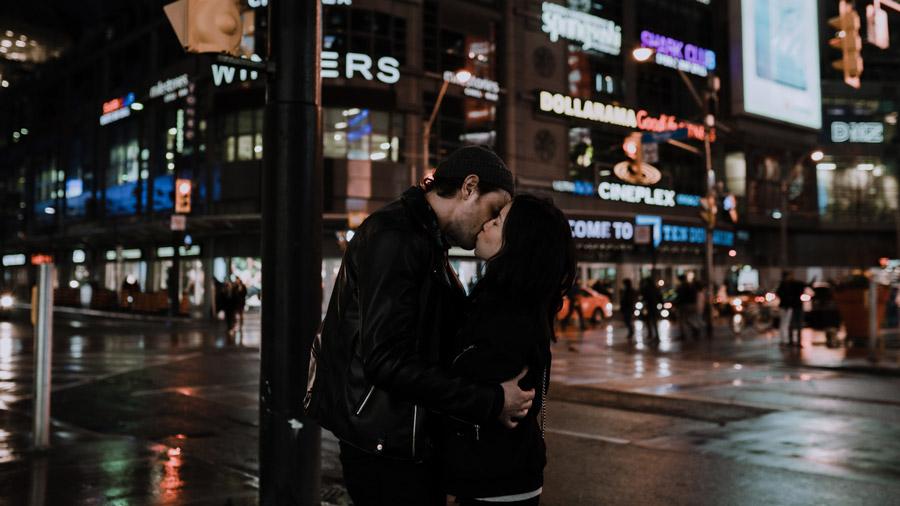 WAVE Toronto Dundas square kisses